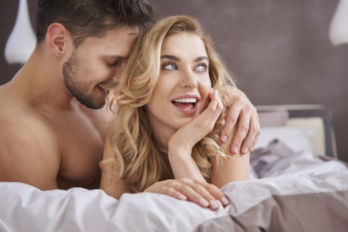 Счастливые пары всегда спешат порадовать друг друга нотками удовольствия.